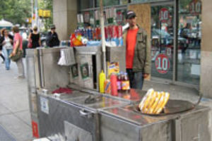 Manger un hot dog à New York