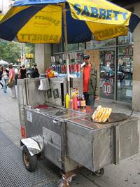 Manger un hot dog à New York